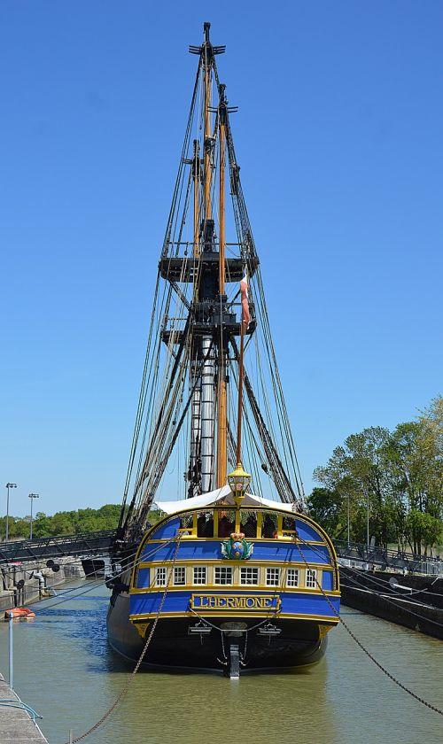 sailboat frigate hermione