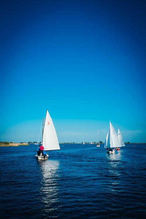 sailing boats sea