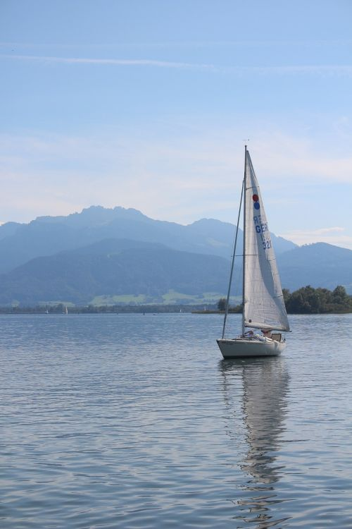 sailing boat boot mountains
