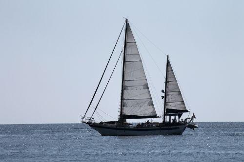 sailing vessel sail side