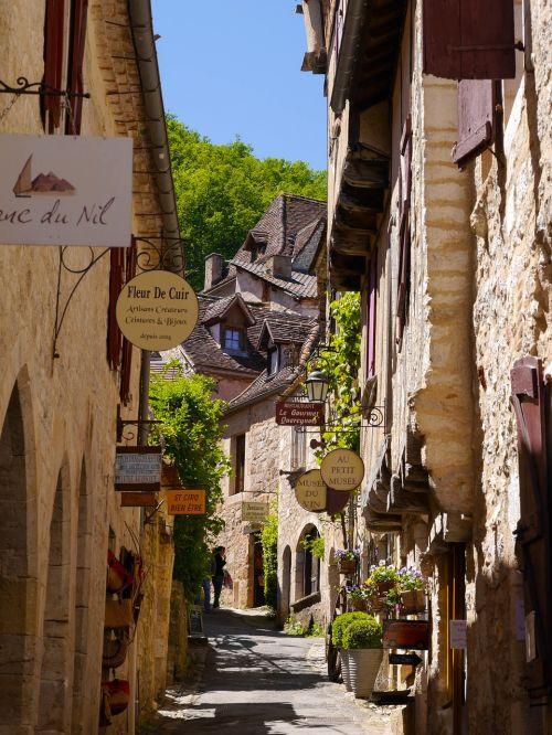 saint cirq lapopie lovely street france