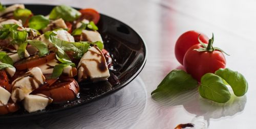 tomato and mozzarella salad balsamic vinegar italian