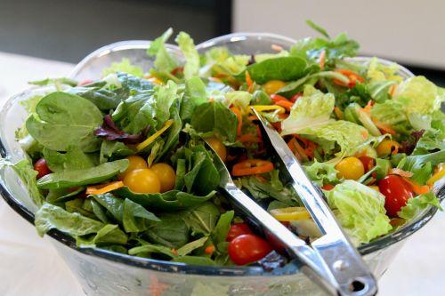 salad lettuce tomatoes