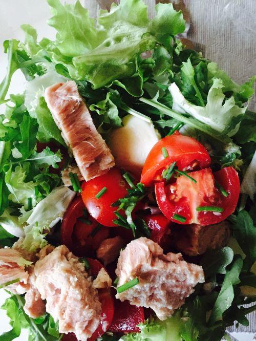 salad tuna tomato
