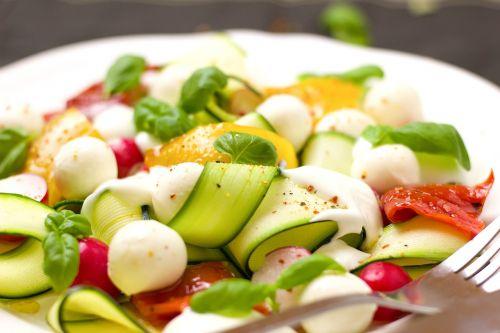 salad vegetarian mozzarella
