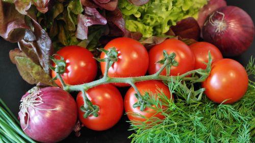 salad tomatoes onion