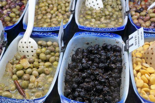 salad olives vegetables