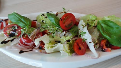 salad mixed tomato