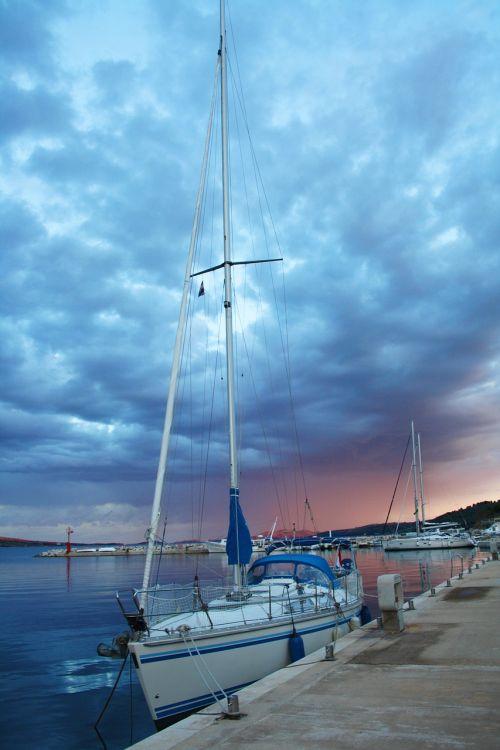 sali sailing boat web