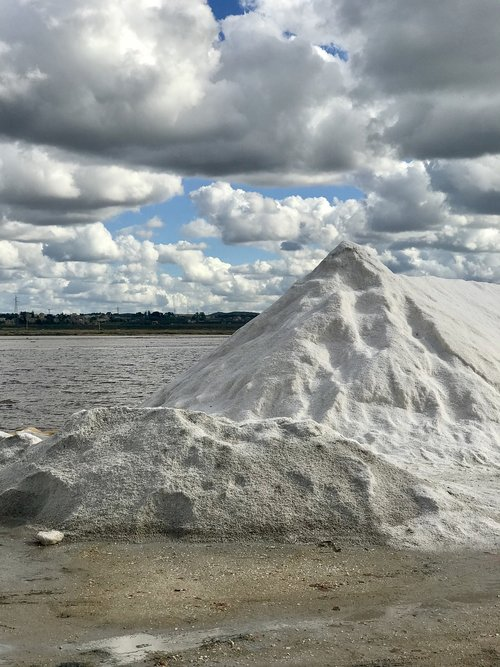 saline  salt  clouds