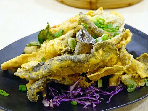 salted egg fish skin 咸蛋炸鱼皮 deep fried