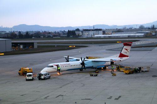 salzburg airport aircraft