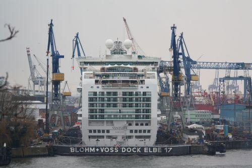 same 17 cruise ship harbour cruise