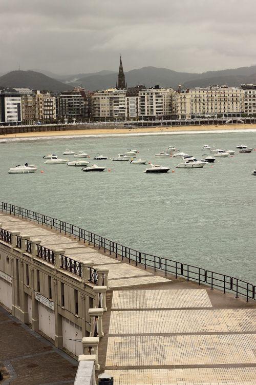 san sebastian pier promenade