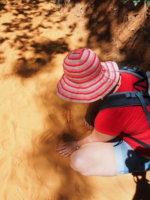 sand play sandalwood