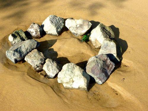 smėlis,akmenys,akmeninis ratas,papludimys,vasara,smėlio paplūdimys židinys,butelis,alaus butelis,elbe paplūdimys,gamta
