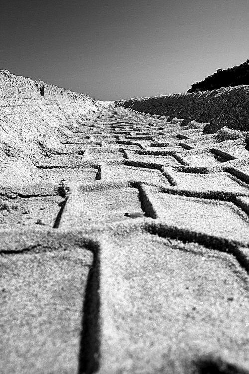 sand koleina tire track