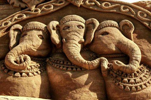 sand sculpture elephant sculpture