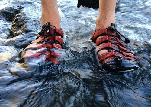 sandalai,asmuo,gamta,lauke,upė,vanduo,laisvalaikis,lauke
