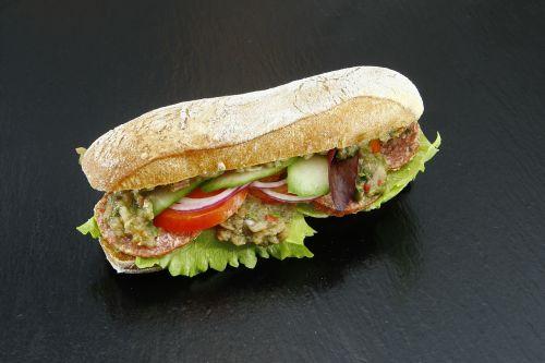 sumuštinis,dešra,Salami,agurkas,svogūnai,pomidoras,maistas,pomidorai,maistas,pietauti,salotos,skonis