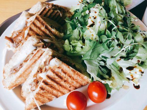 sandwich cherry tomato salad