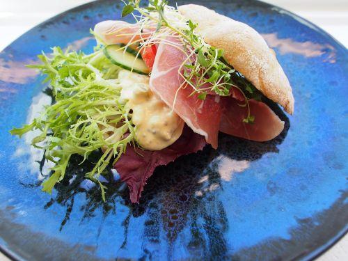 sandwich seranoskinke pickles