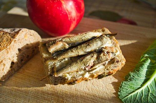 sandwich  fish  meal