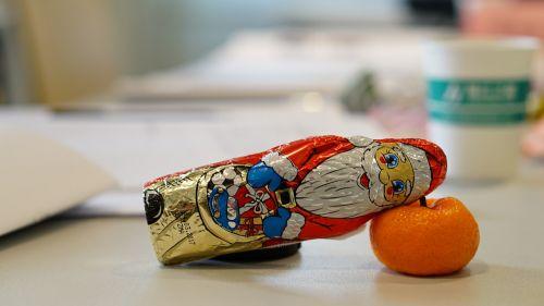 santa claus oranges lay