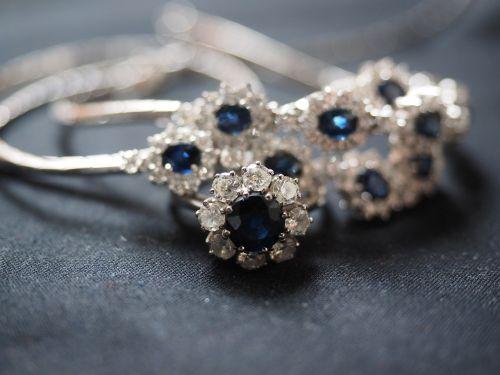 safyro žiedas,safyras,žiedas,priekabos,papuošalai,brangakmenis,vertingas,sidabras,sidabro papuošalai,safyro papuošalai,piršto žiedas,karoliai,auskarai