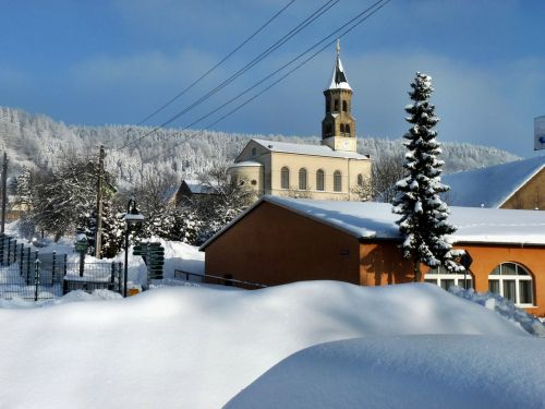 saupsdorf church snow winter