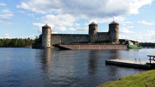 savonlinna moated castle opera festival