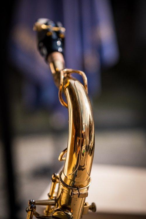 saxophone  s-bow  tenor
