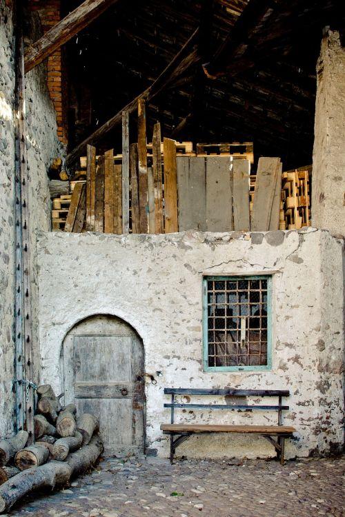 scale masonry old