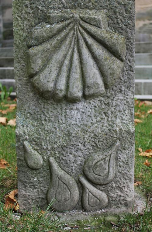 scallop memorial stone hiking monument