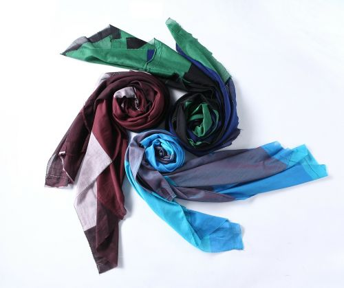 scarf color red