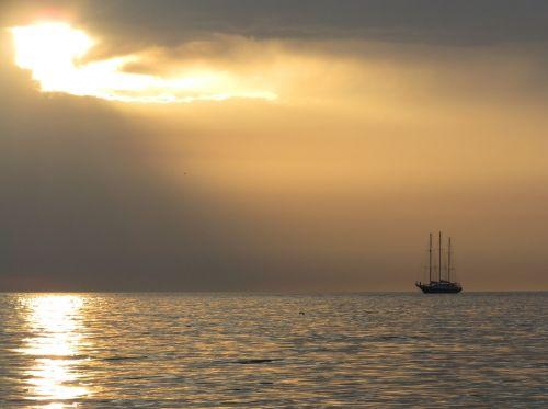 scheveningen sunset ship