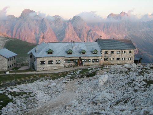 schlern,dolomitai,South Tyrol,namelis,alm