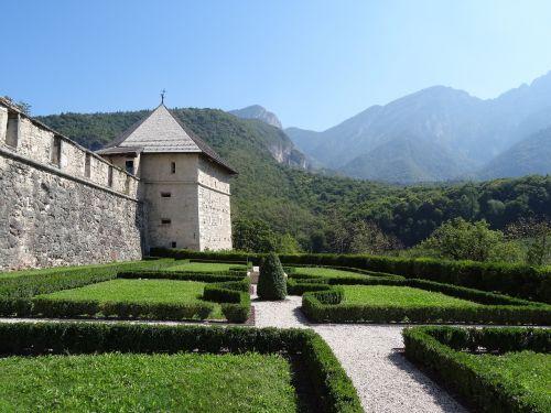 schlossgarten thun castle italy