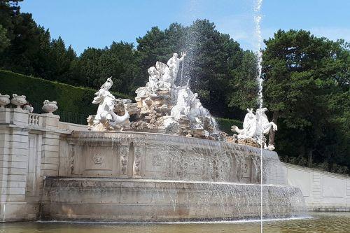 schönbrunn vienna fountain