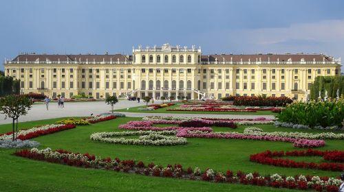 schönbrunn palace schlossgarten vienna