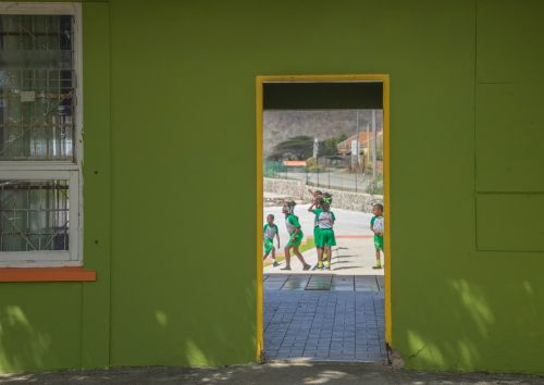 school curacao doorway