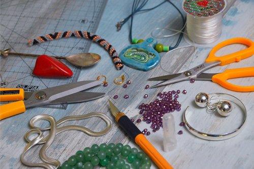 scissors  knife  necklace