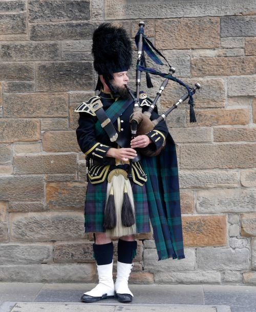 scotland edinburgh bagpipes