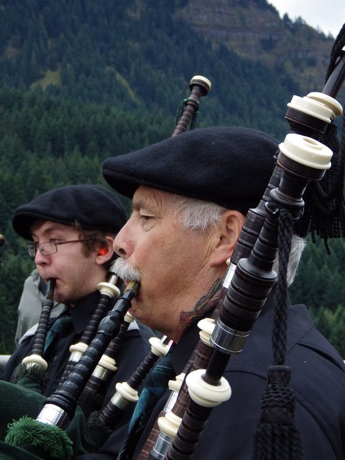 scottish  oregon  bagpiper