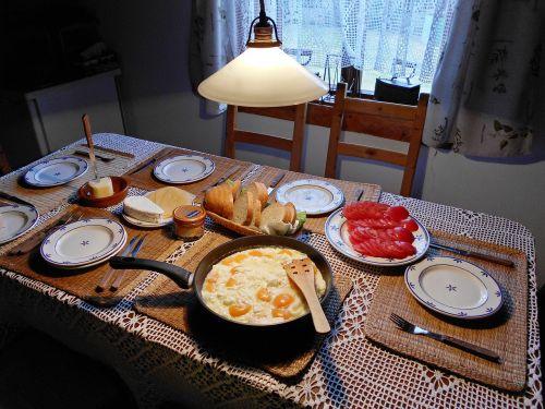 scrambled eggs breakfast morning