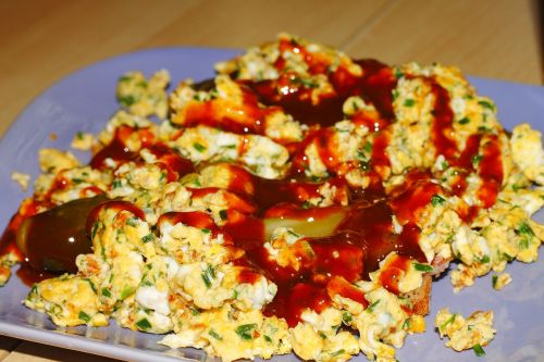 scrambled eggs ketshup eat