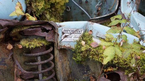 scrap metal rusty lorn
