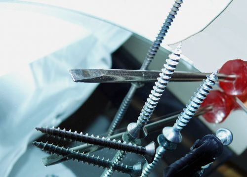 screw screwdriver dowel