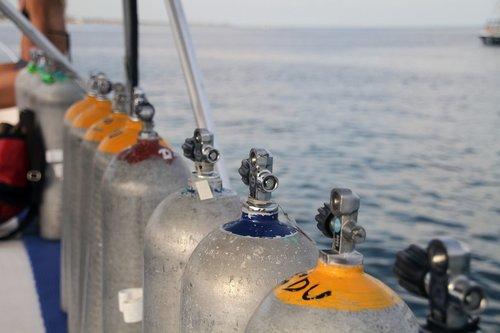 scuba  diving  tanks
