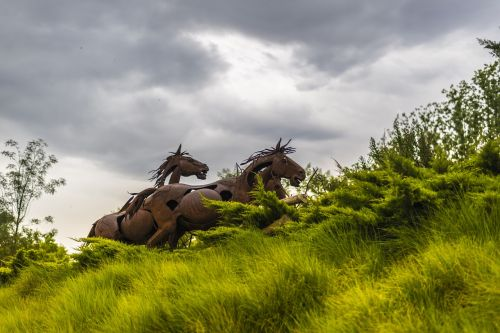 sculpture horses garden